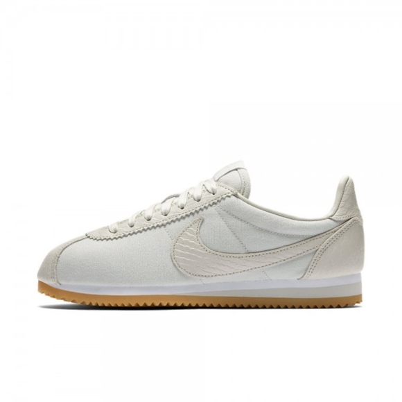 new product 15f96 46912 Nike Classic Cortez Leather Light Bone Sneakers
